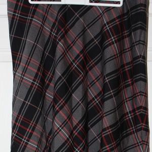 Jones Wear Plaid Skirt Black and Red